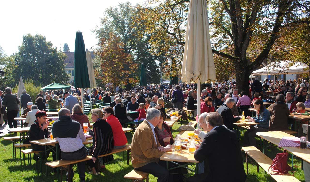 Gutes Bier gibt's im Herrmannsdorfer Biergarten!