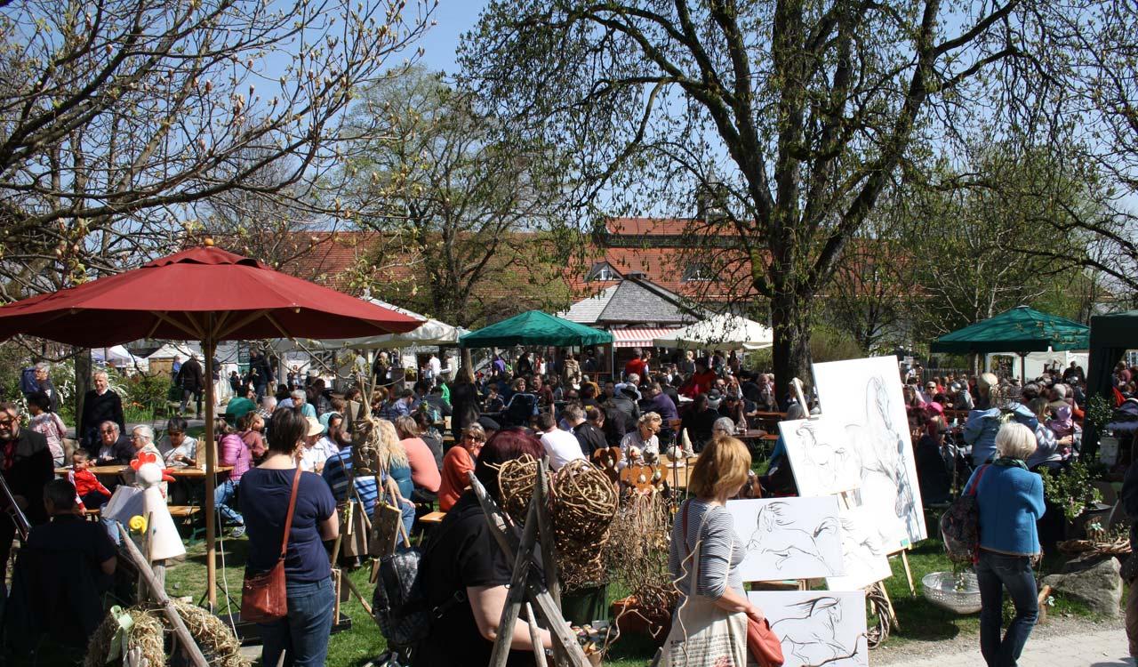 Herrmannsdorfer Frühlingsmarkt - es ist voll! Foto: Stefanie Schmid